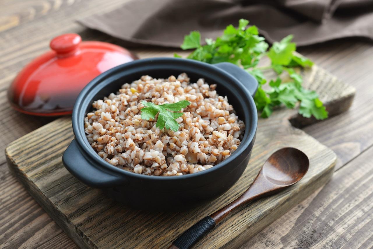 Органическую сырую зеленую гречку для проращивания можно купить здесь.